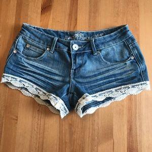 Almost Famous Lace Trim Shorts Size 3